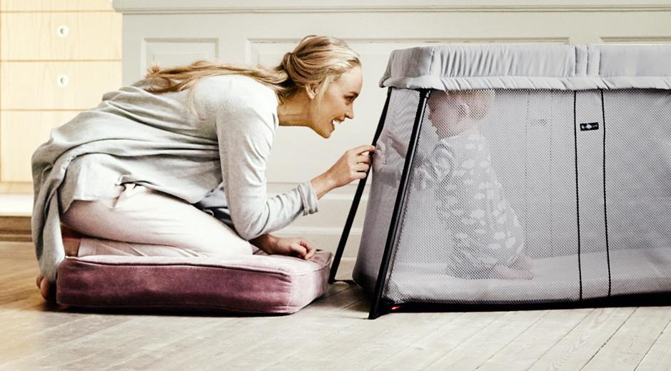 travel-crib-mom-baby2.jpg